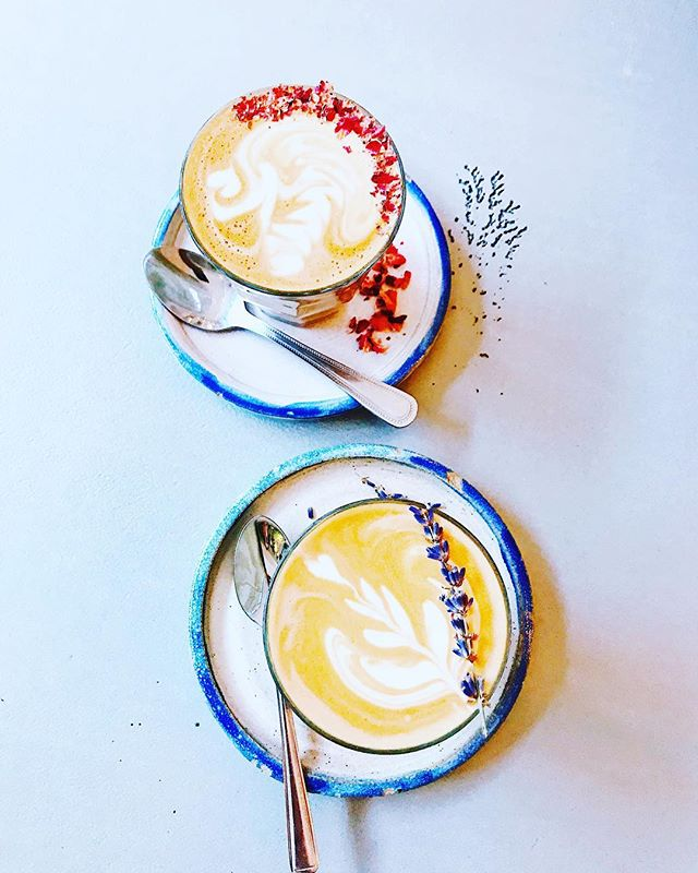 How pretty are these coffees 😱 Rose and lavender lattes that taste as lovely as they look...if you're looking for a cute little cafe hideaway I highly recommend Farm Girl, it's tucked away above the new Sweaty Betty store on Carnaby St (and it has the prettiest outdoor terrace) #farmgirlcafe #cafe #coffee #latte #pretty #rose #lavendar #bblogger #vscocam #blogger #london #carnabystreet #sweatybetty