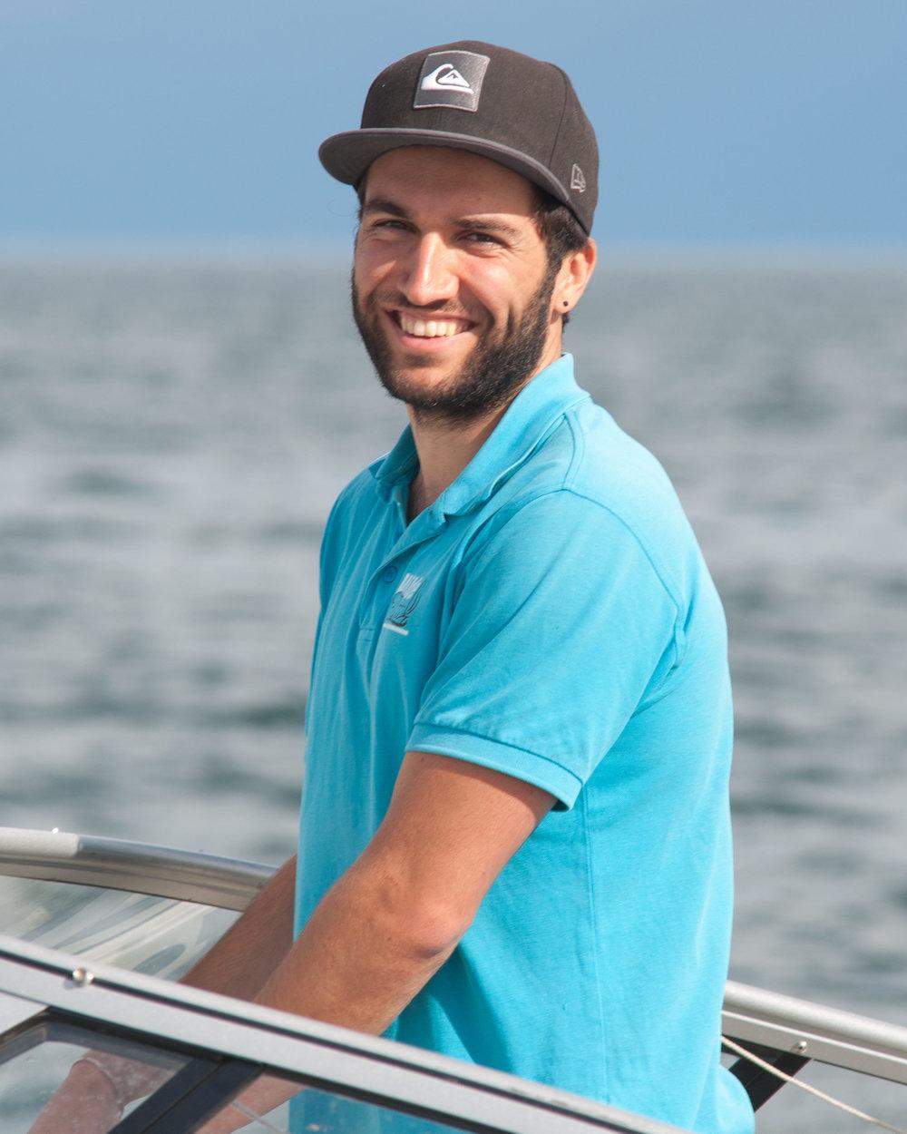 Eli - Arbeitet seit 2013 im Team der Wilden Flotte. Als angehender Sportlehrer ist der Schritt zum Segel- und Motorbootlehrer kein großer mehr.
