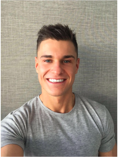 The 26-year old son of father (?) and mother(?), 176 cm tall Rob Lipsett in 2018 photo