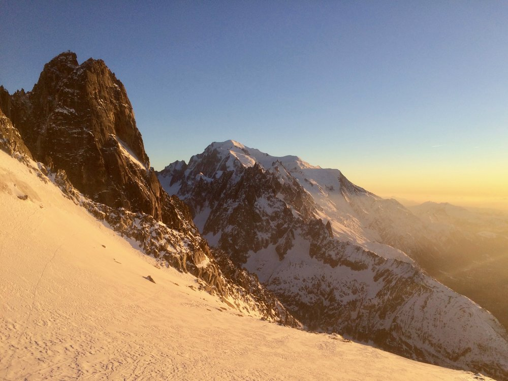 Le dru and mont blanc at sunset. chamonix