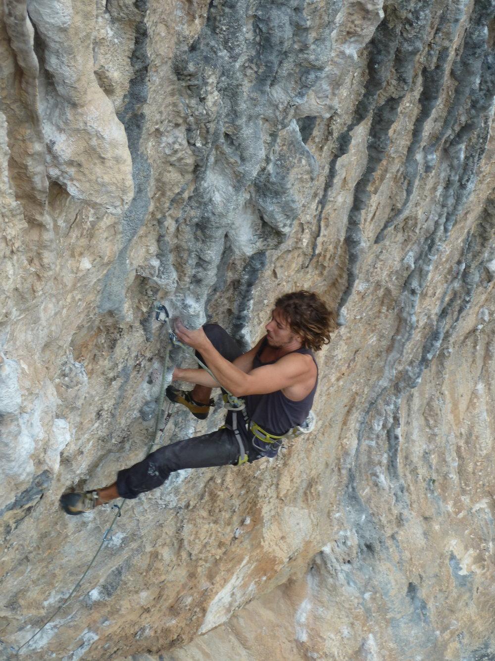 meshi biglman climbing maria, ponte el harnes! (7b+), rodellar. spain