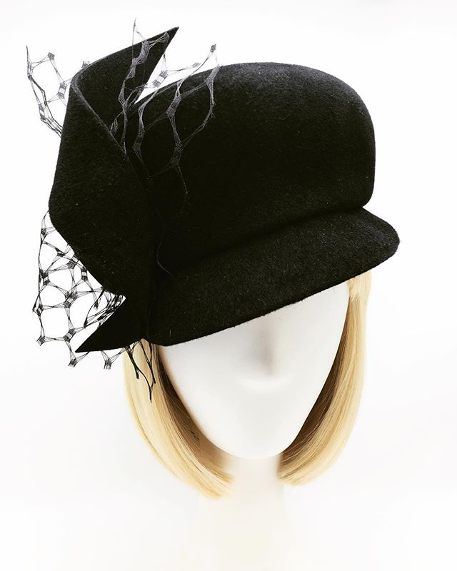 A very cool beret cap for a very cool client 🖤 Open for A/W custom orders. Contact info in bio. . . . . #millinery #customhats #felthats #winterhats #fallhats #autumnhats #madeinnyc #madeinbrooklyn #furfelt