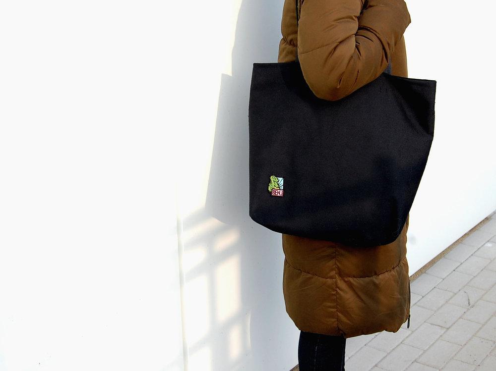 XL Black zip tote