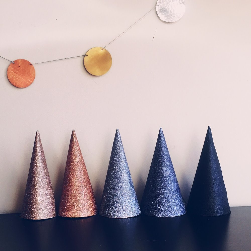 DIY Metallic Ombre Glitter Party Hats For A Classy 30th Birthday