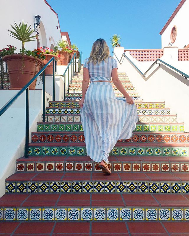 Loving the Spanish architecture of #SantaBarbara. How stunning is this staircase? [Only took 20x to get this photo with no one in it 😂] This place is seriously bringing back so many memories from our trip to Spain. 🇪🇸 We even had some killer Paella and sangria last night @loquitasb! Trying new restaurants when we travel is one of our favorite things to do. 🍴 What do you enjoy doing when going to a new city?
