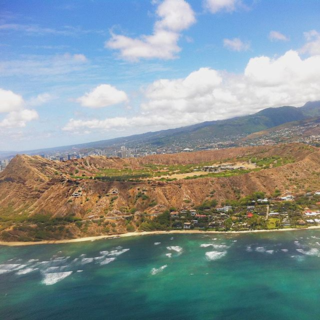 Remember helicopter rides when you were little? Where one person would lay down with their legs in the air and you'd fly on their feet? 😂😂 Unfortunately, I didn't find real helicopter rides as fun (too tiny of an aircraft for my liking, mixed with a bit of nausea), but the views are unbeatable! On the island of Oahu, we got to see craters, giant waterfalls, the beautiful colors of the ocean and so many more amazing sights. Highly recommend using @bluehawaiianhelicopters for the ride of a lifetime! #diamondheadcrater