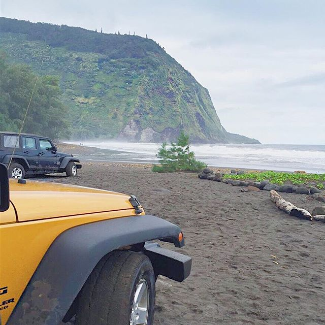 Best decision ever = renting a  @jeep to explore the Big Island of Hawaii. 🚙 Made it down what is known as the steepest road in the US. Absolute insanity. And then stumbled upon this beautiful spot. #lovehawaii #bigislandhawaii