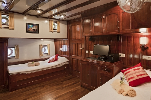 Each of the luxury staterooms aboard the Indo Siren have all the standard amenities plus more.