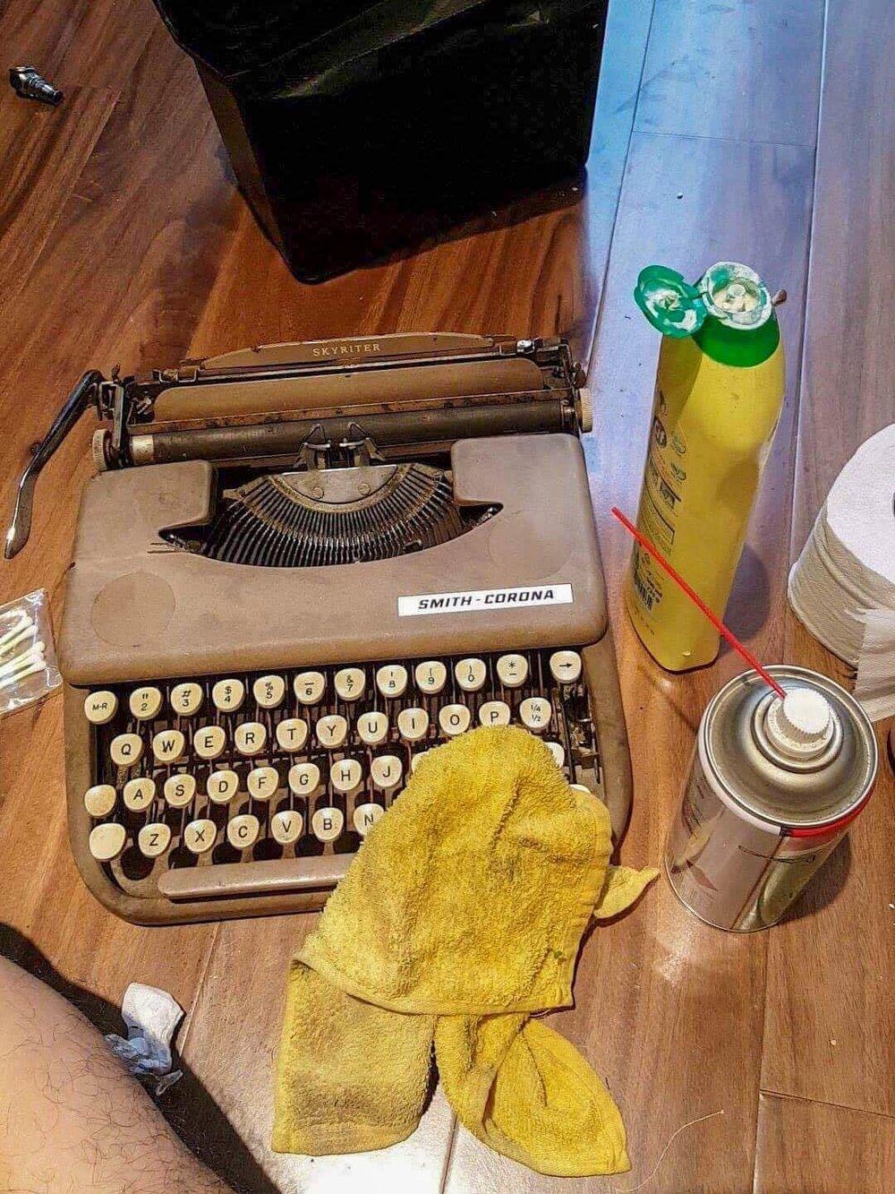 jellykey-typewriter-artisan-keycap-2.jpg