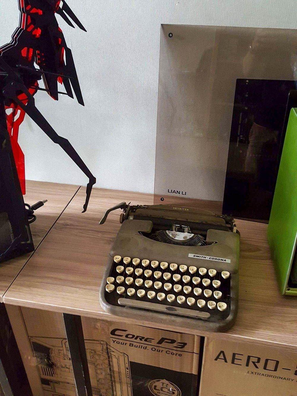 jellykey-typewriter-artisan-keycap-3.jpg