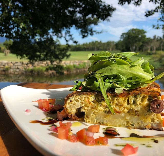 🍴 B R E A K Y • S P E S H ! 🍴veggie frittata w/ potato, olives, capers & cheese 🤤 add an egg 🍳 or some bacon 🥓 for a real treat! ☀️ #choochoospd #breakfast #fnq #breaky