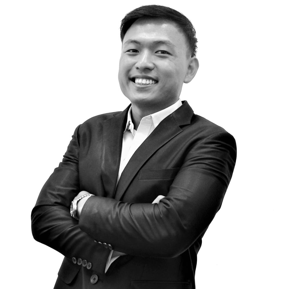 Leonard Chiang_B&W (2).png
