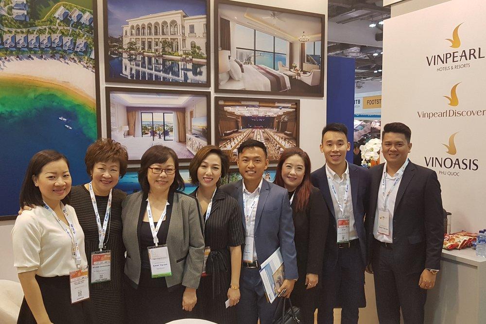 From left to right:  Ms Dao Thut (Vinpearl), Ms Aileene Thangaveloo (FLA), Ms Serene Law (FLA), Ms Vu Duc Toan (Vinpearl), Mr Leonard Chiang (FLA), Ms Bernice Heng (Vinpearl), Mr Pow Zhi Hoe (FLA), Mr Vu Duc Toan (Vinpearl).