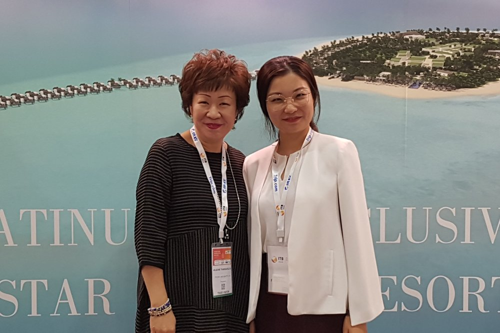 From left to right: Ms Aileene Thangaveloo (FLA) and Ms Minxian Zhuang (Emerald Maldives Resort & Spa).