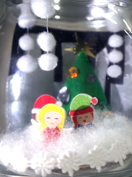 Create this jolly scene in a jar at the MOB
