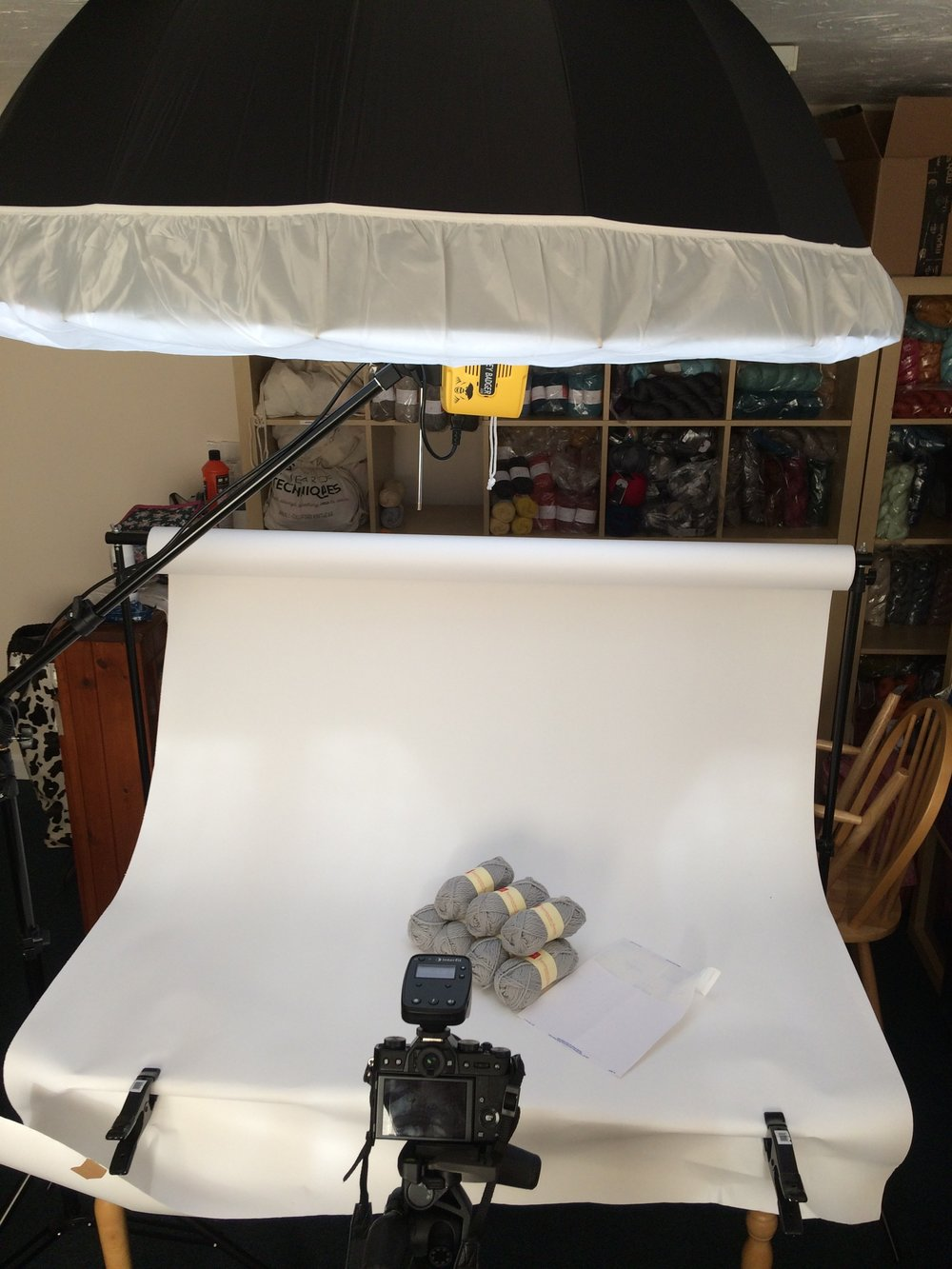 Light, camera, high-tech scrap of paper to mark the position of the yarn.