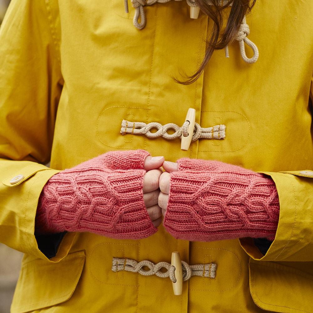Otrera mitts by Jen Arnall-Culliford. Image © Jesse Wild.