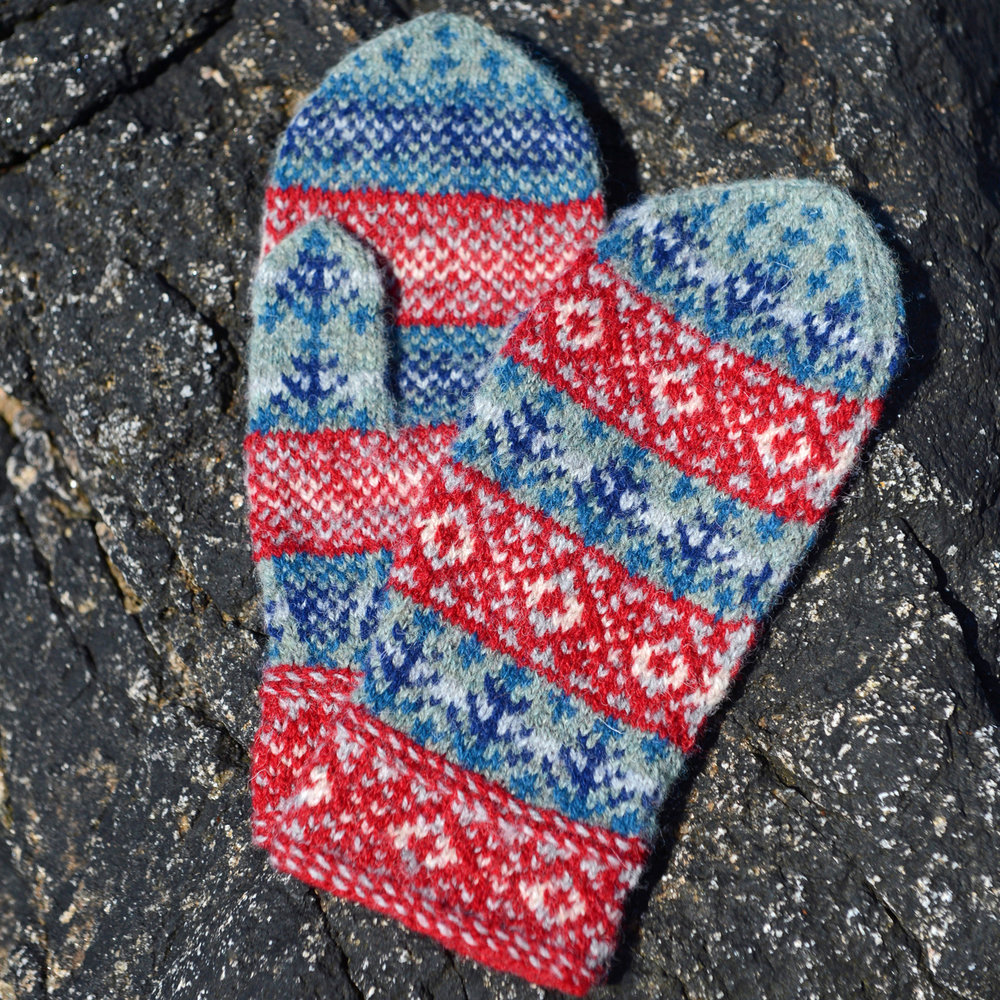 Medium size Snow in Kergord mittens by Outi Kater