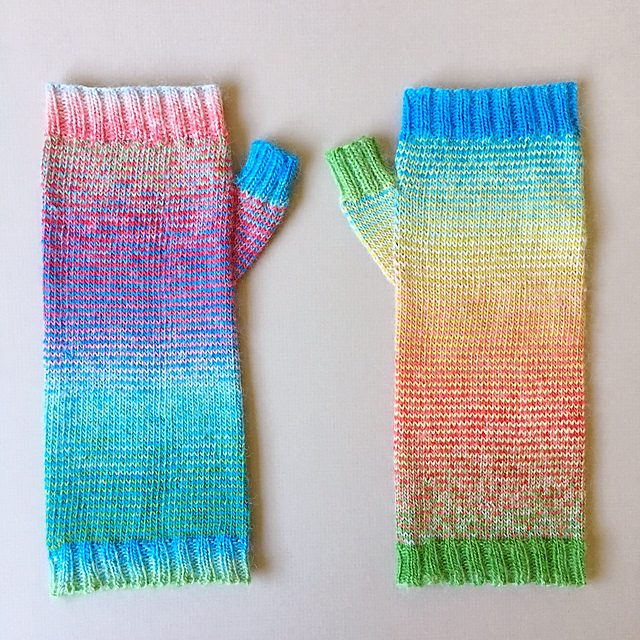 Mimi knitted these beautiful Hyacinthus armwarmers in the original colourway. You can find her project notes on Ravelry here:  MimiCodd