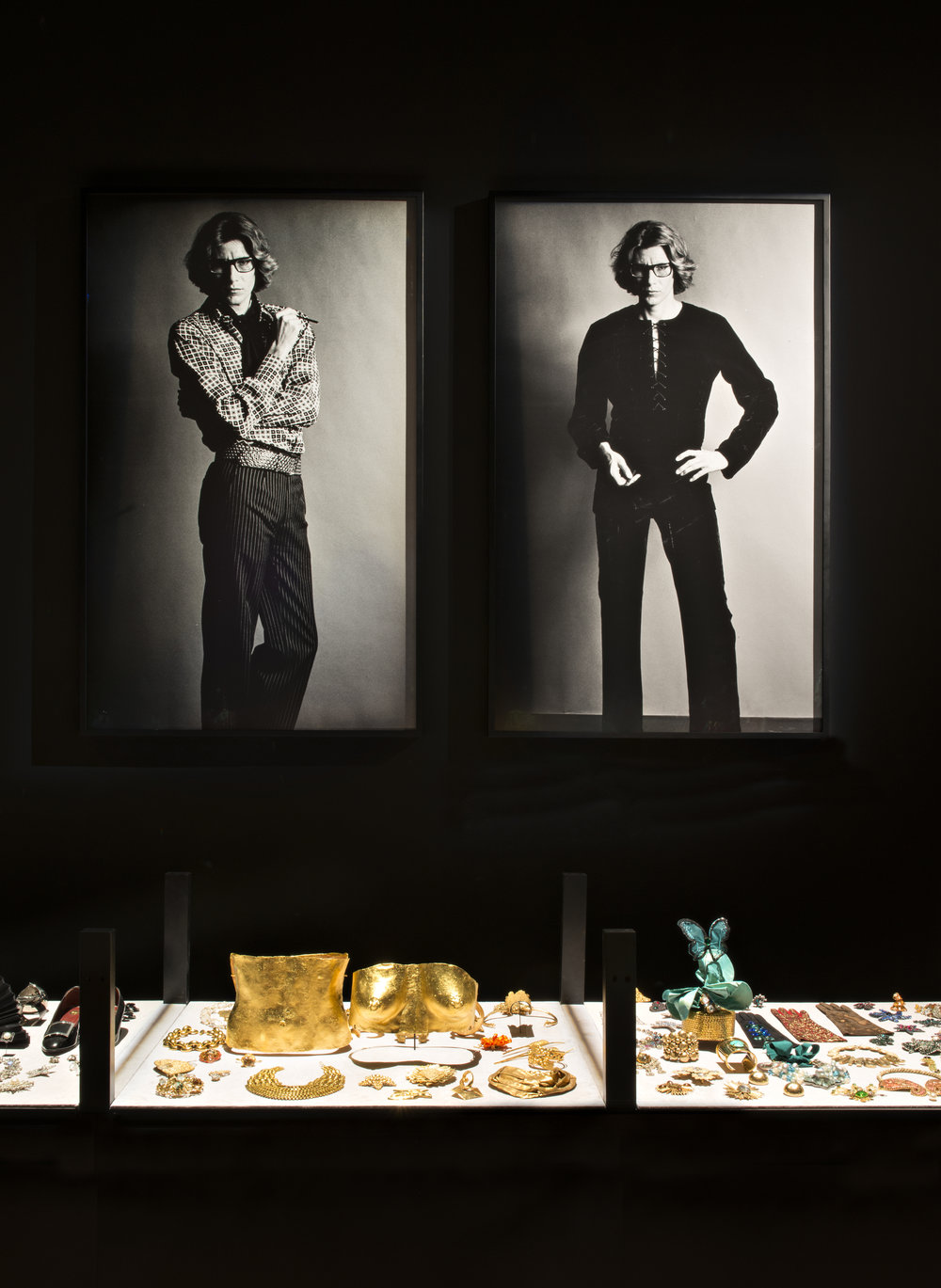 Two portraits of Yves by Helmut Newton, plus the cabinet of curiosities Photo © Fondation Jardin Majorelle / Photo Nicolas Mathéus