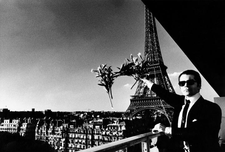 'Karl Lagerfeld, Paris, 1976' © The Helmut Newton Estate / Maconochie Photography