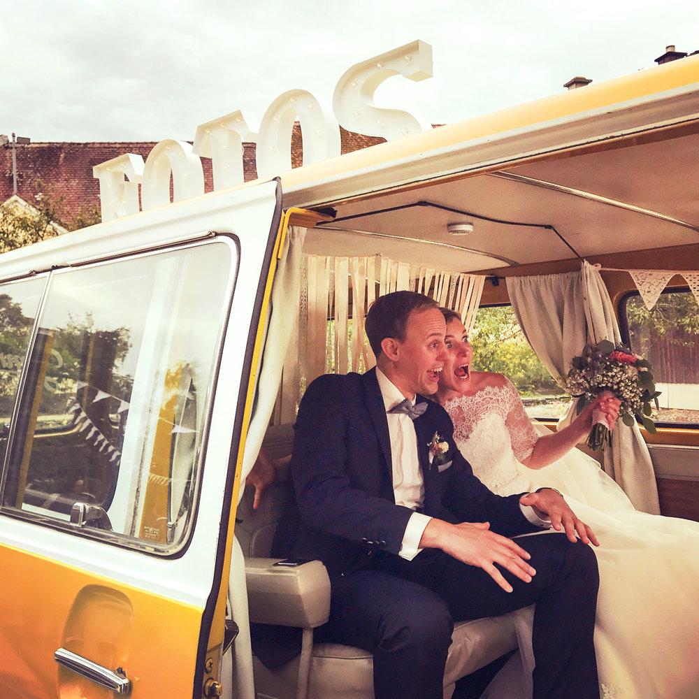 Jimmy Fotobus Fotobox Hochzeit Photobooth Brautpaar