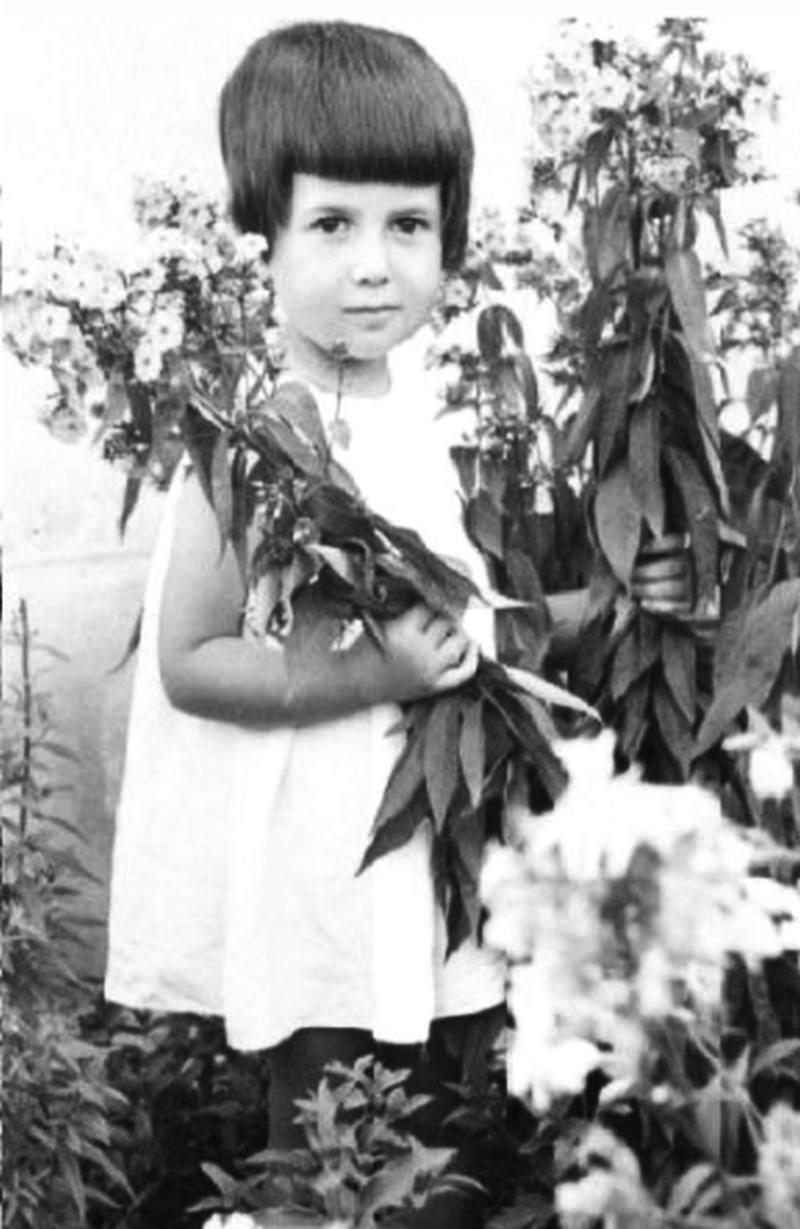 Mariana circa 1966_ret.jpg