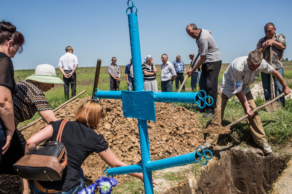 The funeral of Elena Ott. Starovarvarivka, Ukraine. May 2014.