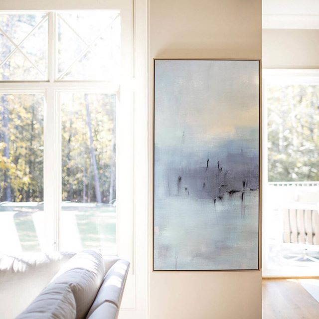 BLUE SKY • Choose art that makes your heart SING! When we found + presented this gorgeous painting to our clients- they knew immediately this was the ONE! Check out our stories for more ARTFULLY BALANCED BELLA VISTA  project shots. Builder @sundancesignaturehomes  Photographer @michaelanthonymoss  Designer @carolynleonadesign