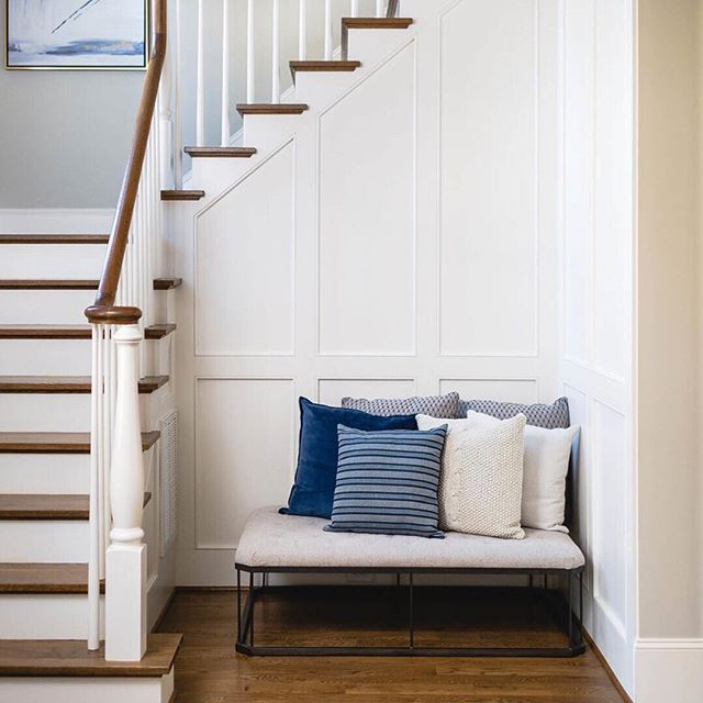 GRAND ENTRY • Our favorite foyer; paneled, bright and comfortable. Come on in, take a seat - kick off your shoes and stay awhile 😎 Builder @sundancesignaturehomes  Photographer @michaelanthonymoss  Design @carolynleonadesign