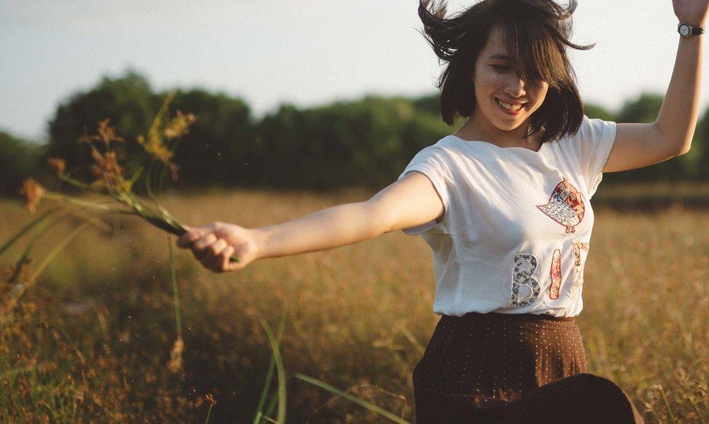 beautiful-girl-wheat-field.jpg