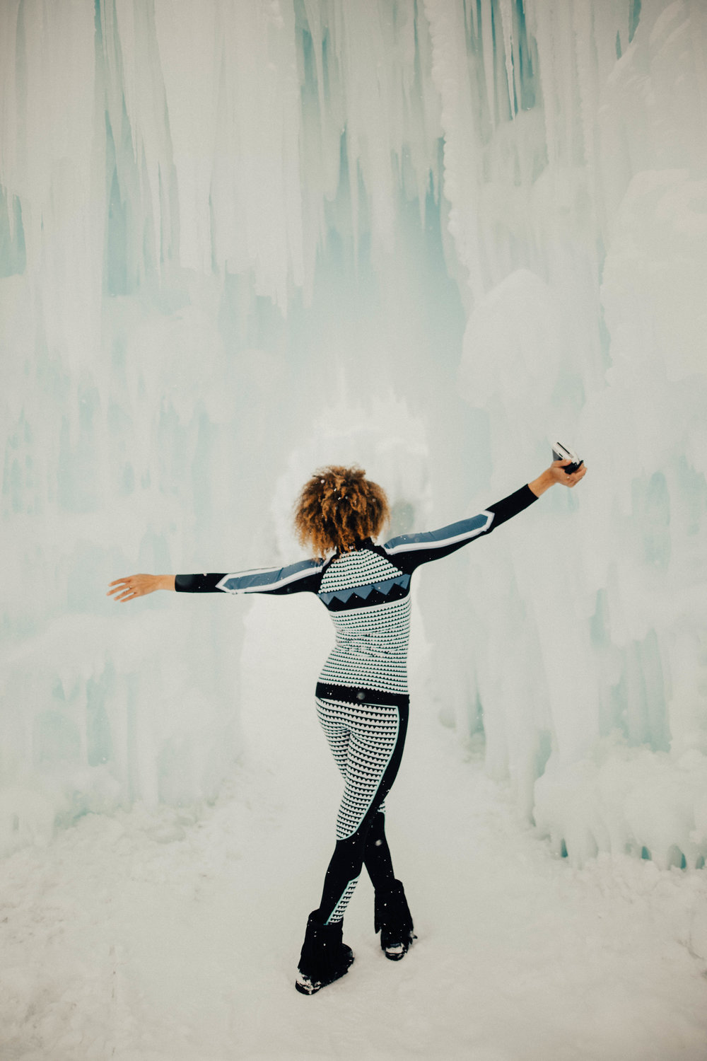 Influencer @MomCrushMonday dancing like nobody is watching at the Ice Castles wearing Sweaty Betty.