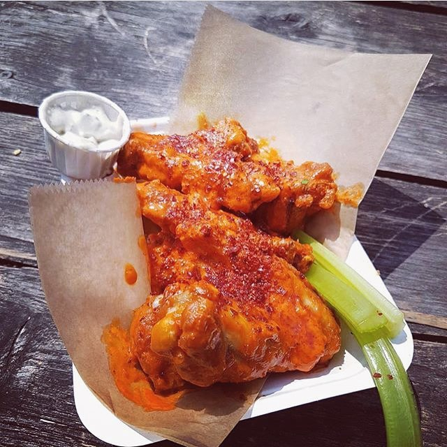 🏆 happy to announce we won 'best hot wing' at WingJam 2018 with our Peckham wings, a collaboration with @peckhamsauceco | we've got something seriously special for this year's @londonwingfest | saturday tickets are sold out but there are still some left for sunday, link in bio 🍯 photo cred. | @allidoiswings