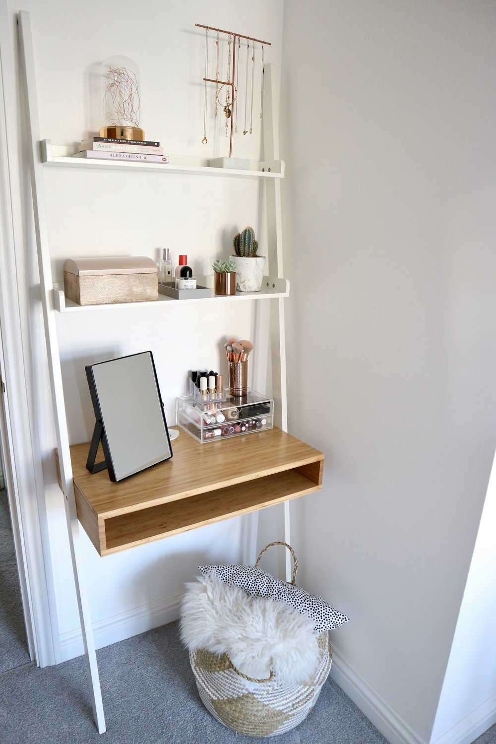 LADDER DRESSING TABLE