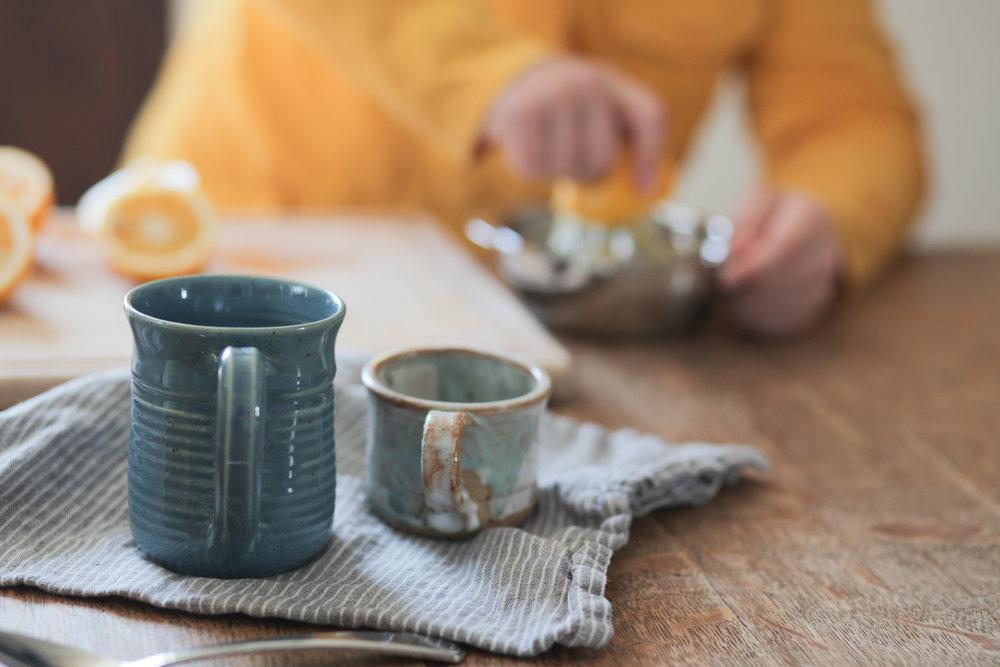 Mugs, juicing lemons