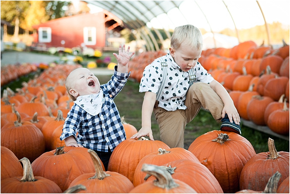 pumpkin_patch_family_portrait_0001.jpg