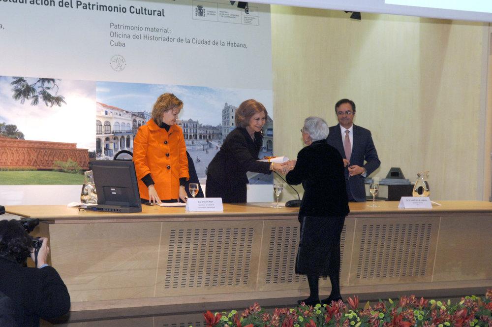 35-Entrega SM la Reina el premio a Thelma Willemsen(©Pepa Acedo).jpg