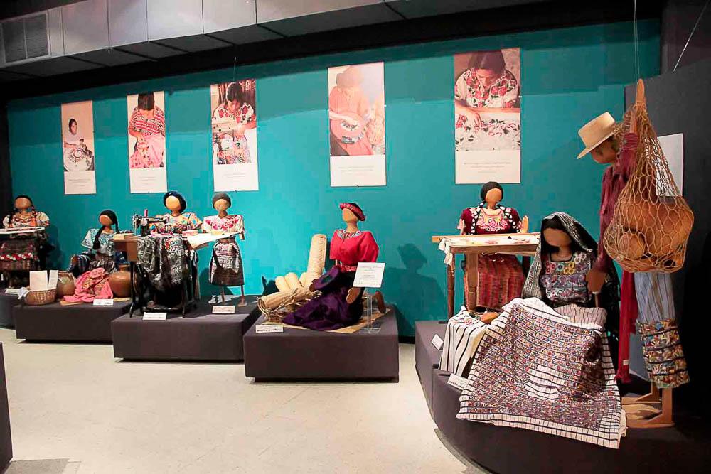 Vista Sala de Bordados ©Archivo Fotográfico Museo Ixchel del Traje Indígena Fotógrafo Armando Mazariegos