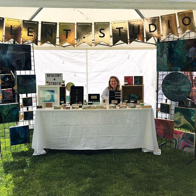 Reminiscing on an amazing day @vintagegardensmodesto yesterday! Such a beautiful day surrounded by amazing talent 🙂 #whoironedthetablecloth • • • • #art #artwork #artist #create #resin #resinart #artresin #resinpainting #resinjewelry #mixedmedia #fluid #fluidart #fluidpainting #modernart #abstract #abstractart #etsyseller #etsyartist #artforsale #artoninstagram #artistoninstagram #opulentstudio