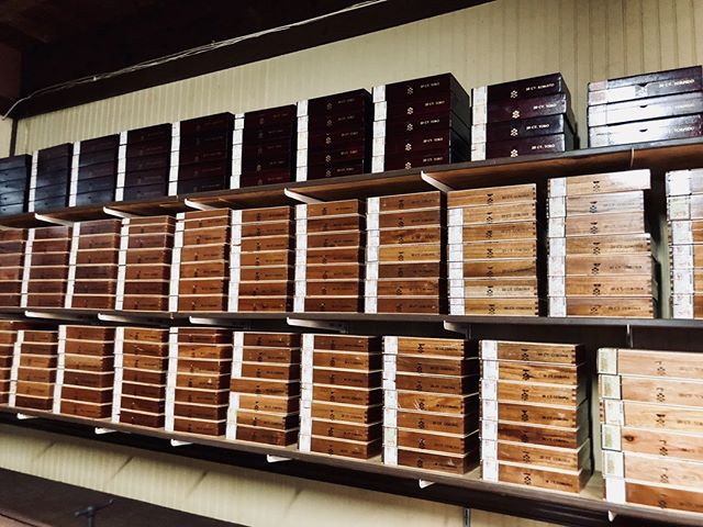Look at all those beautiful #cigarboxes. Entertain your guests with a #cigarroller at your next event! Complete the moment with the touch of elegance! @rodriguezcigars • • • • #rodriguezcigarskw #keywestwedding #destinationwedding #weddingplanner #eventplanner #weddingcoordinator  #luxuryweddingplanner #destinationweddingplanner #weddingplannerlife #weddinginspiration #soireekeywest #lifeofaweddingplanner #lifeofaneventplanner #iphoneography #iphonephotography #instawedding #igerswedding