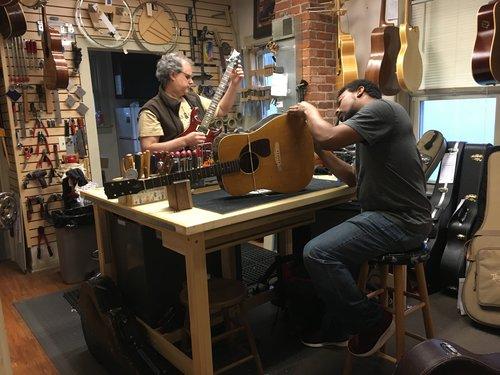 Repair Guitar House Workshop