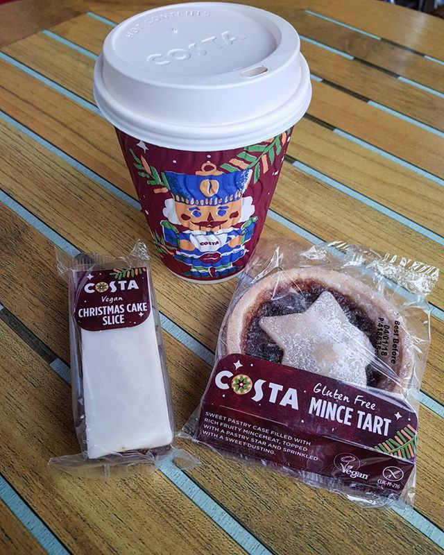 This was my breakfast yesterday (minus the Christmas Cake as we ate that just now) and oh myyyy that Mince Pie is 👌👌👌 I'm not a huge fan of Christmas Cake but it was edible for me. If you're into it I reckon you'll enjoy it! Cheers @costacoffee for finally giving us vegans some snack options. Now if you could keep them all year round as well as providing a butty that would be grand, ta 😘 If it's not too much to ask, some compostable cups are also on my Christmas list ✌️ #coffee #costacoffee #coffeeandcake . #veganfoodshare #vegansnacks #vgang #vegansofmanchester #vegansofinstagram #ukvegan #vegansuk #manchestervegan #mcrvgn #manchesterfoodie #instafoodie #friyay #manchesterblogger #veganblogger #blogger #easytobevegan #definitelyvegan 💚✌️🌱