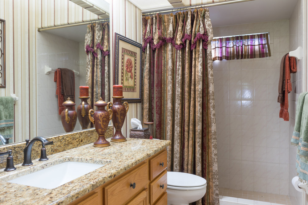 003 - master bathroom.jpg