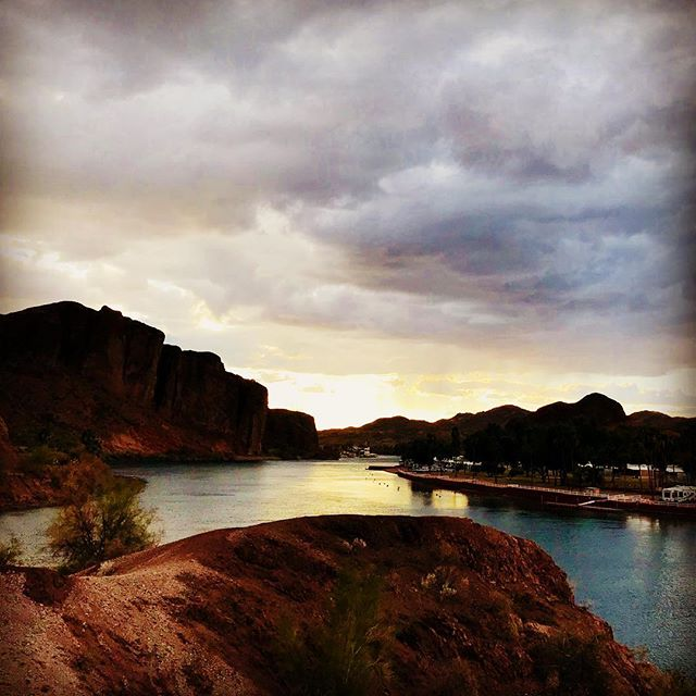 Colorado River, near Parker Dam, on the Arizona side. January rain threatens. #kimtinuviel #kimtinuvielartist #hiddenwondersphototours #arizonaphotographer #coloradoriver #lapazcounty #parkeraz
