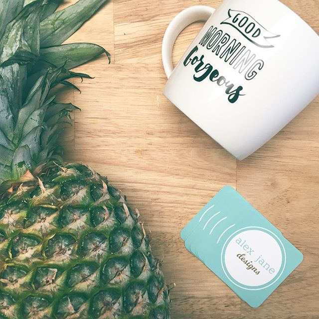 🍍Unlike pineapples, business cards are a useful tool for promoting your work (unless you're a pineapple carver). I use @moo for my cards and when I create designs for clients! . . . . #entrepreneur #design #smallbusiness #graphicdesign #create #art #webdesign #brand #branding #fortcollins