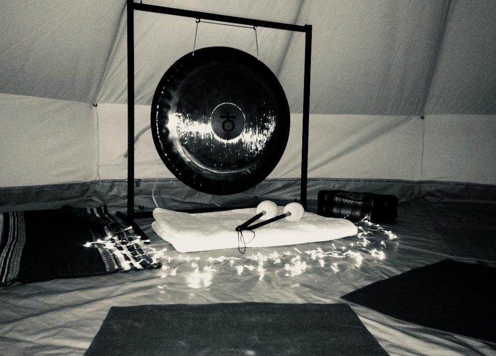 Gong the tent b&w.jpg