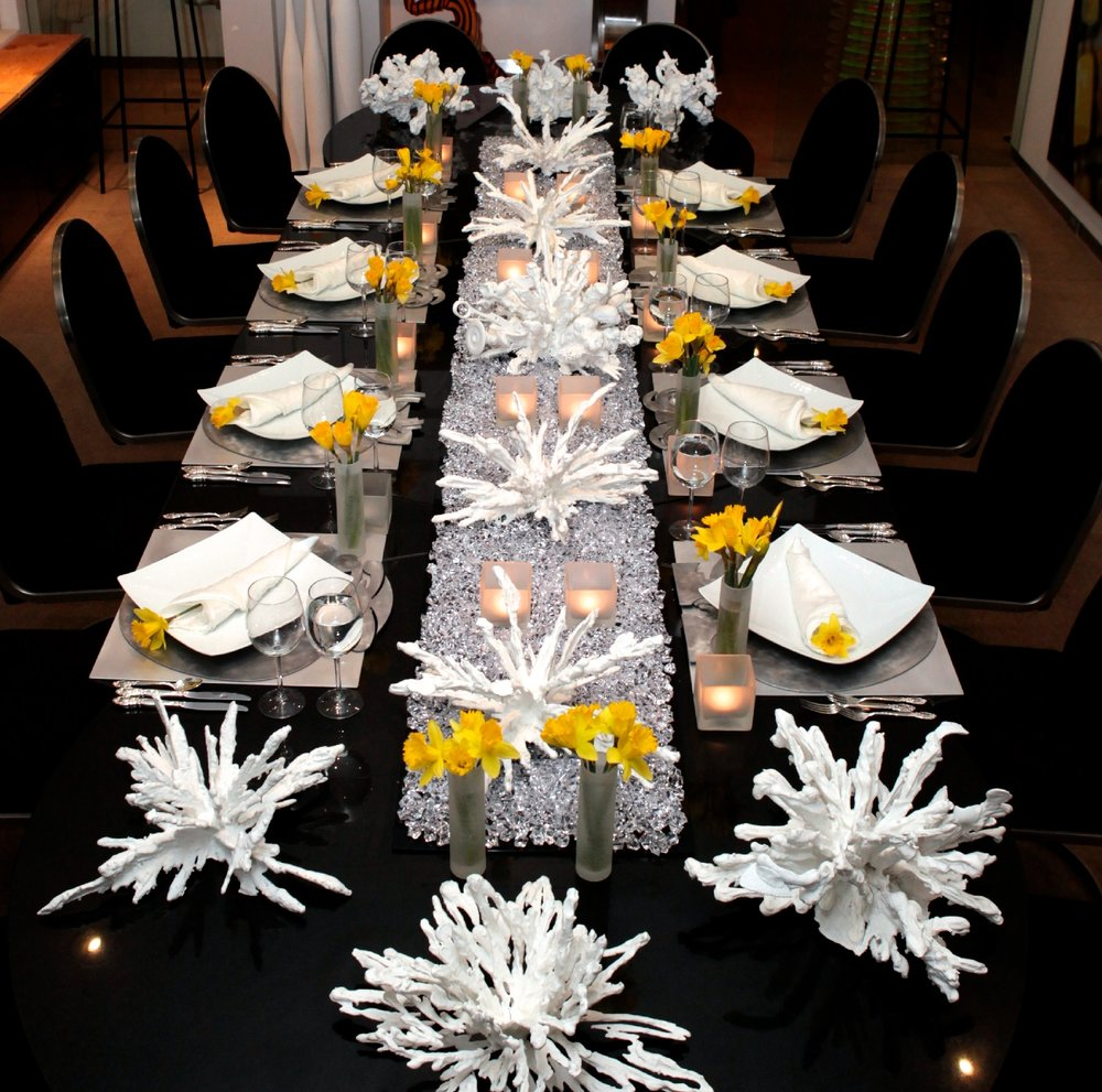 Art + Daffodils - Tablescape Ideas