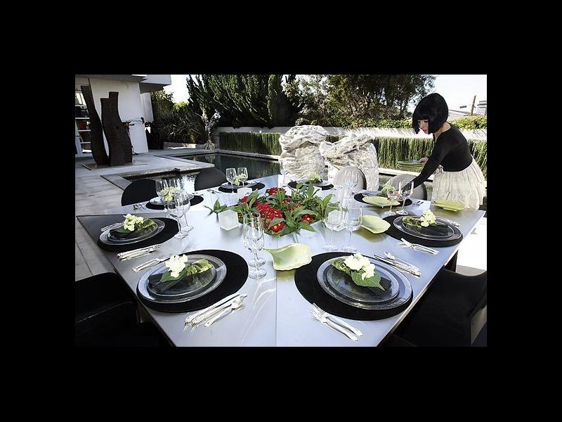 LA_Times_Goldestein_Residence_Pool_Outdoor_Dining.jpg