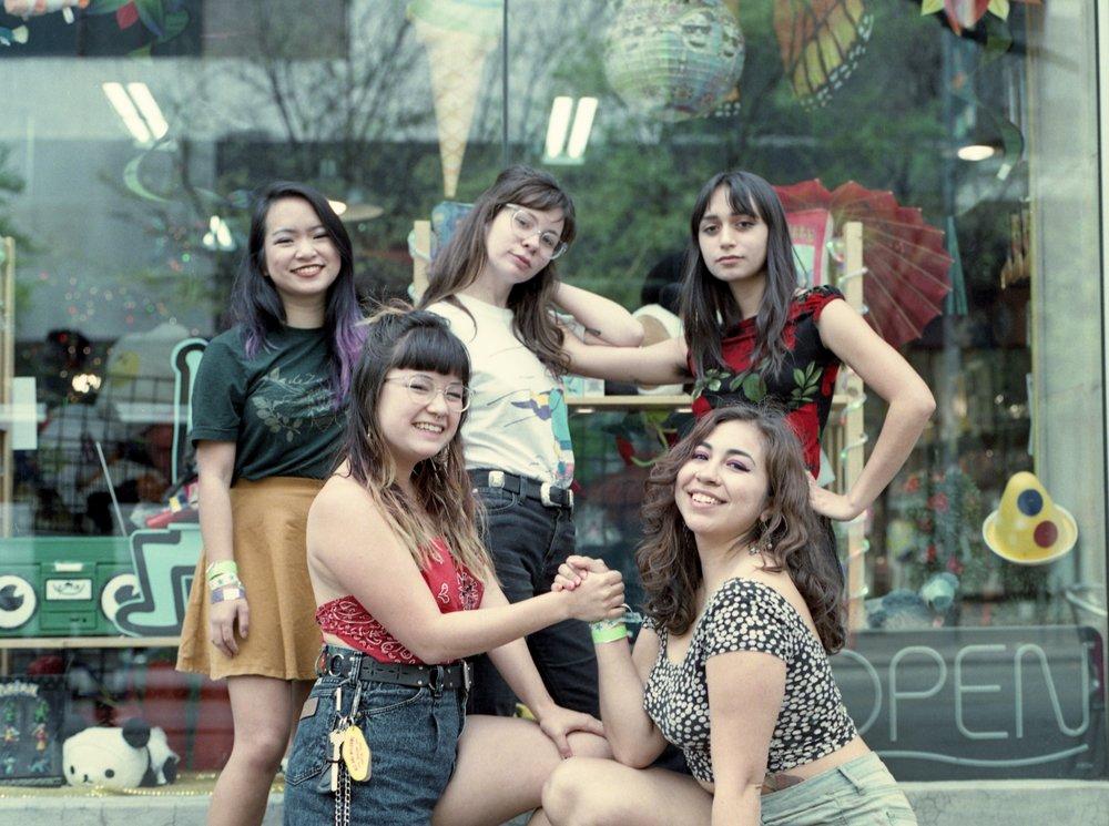 howdy-gals-sxsw-2018-fujifilm-pro-400_39974569055_o.jpg