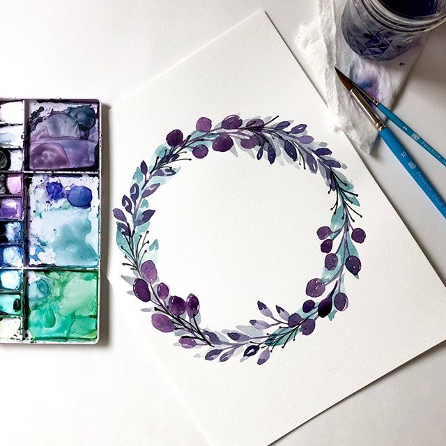 Just a wintry lil wreath 🌨❄️🌬 I want to make another free mini course for you! Would you want to learn how to make a springy version of a watercolor wreath or a loose bundle of wildflowers? Tell me! 👇